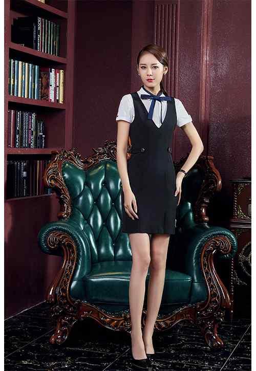 连衣裙搭配短袖衬衫